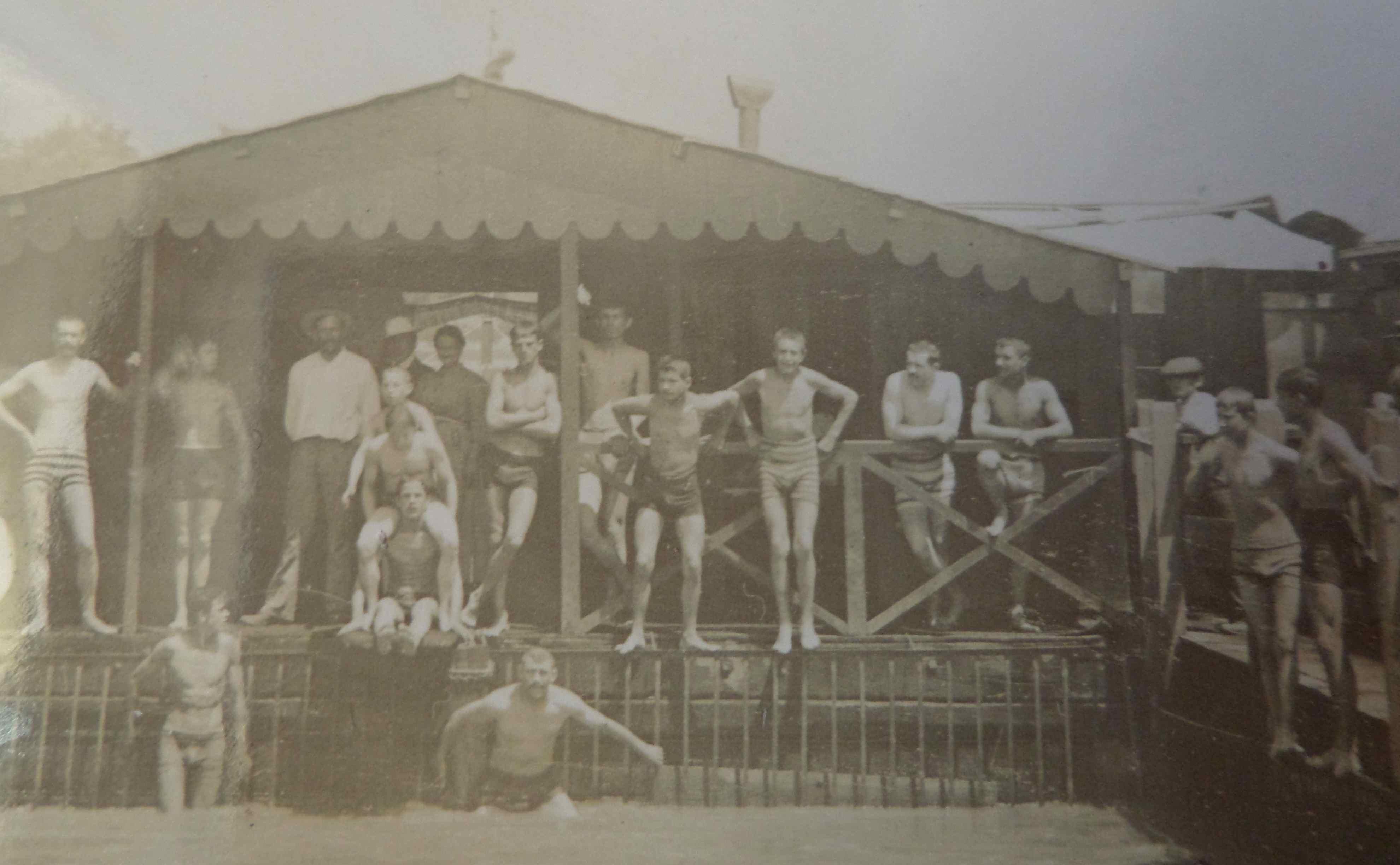 Photographie la piscine de la barthelasse avignon vers 1900 un monde de papiers - L amuse bouche avignon ...
